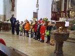 Kinder gestalten eine Messe zum Fasching